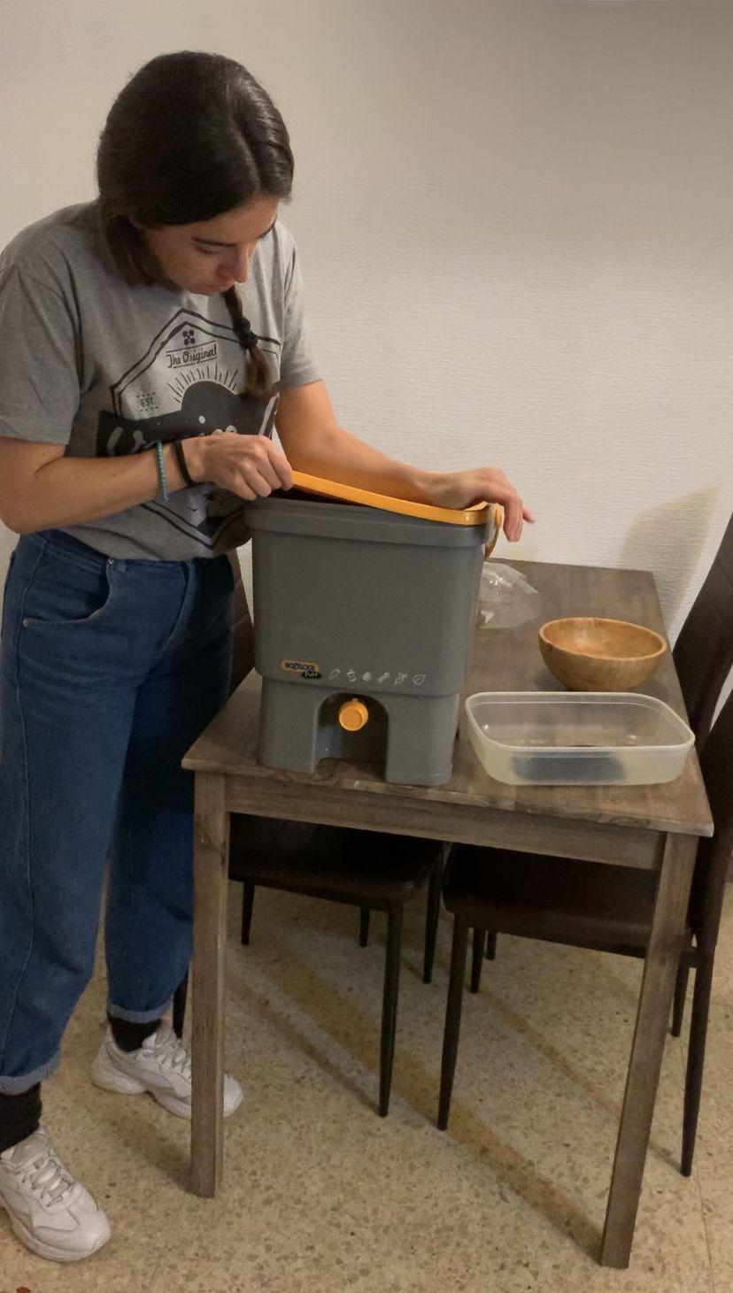 5. Cierra el cubo herméticamente para que no entre aire y los alimentos se fermenten.