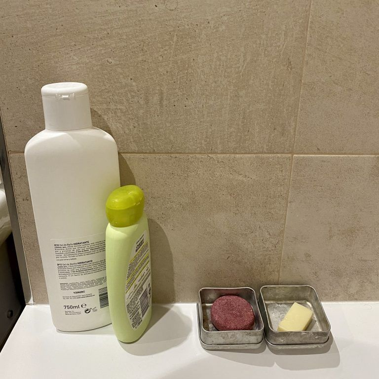 Cambia tus champús y geles de plástico por unos sólidos para un baño zero waste