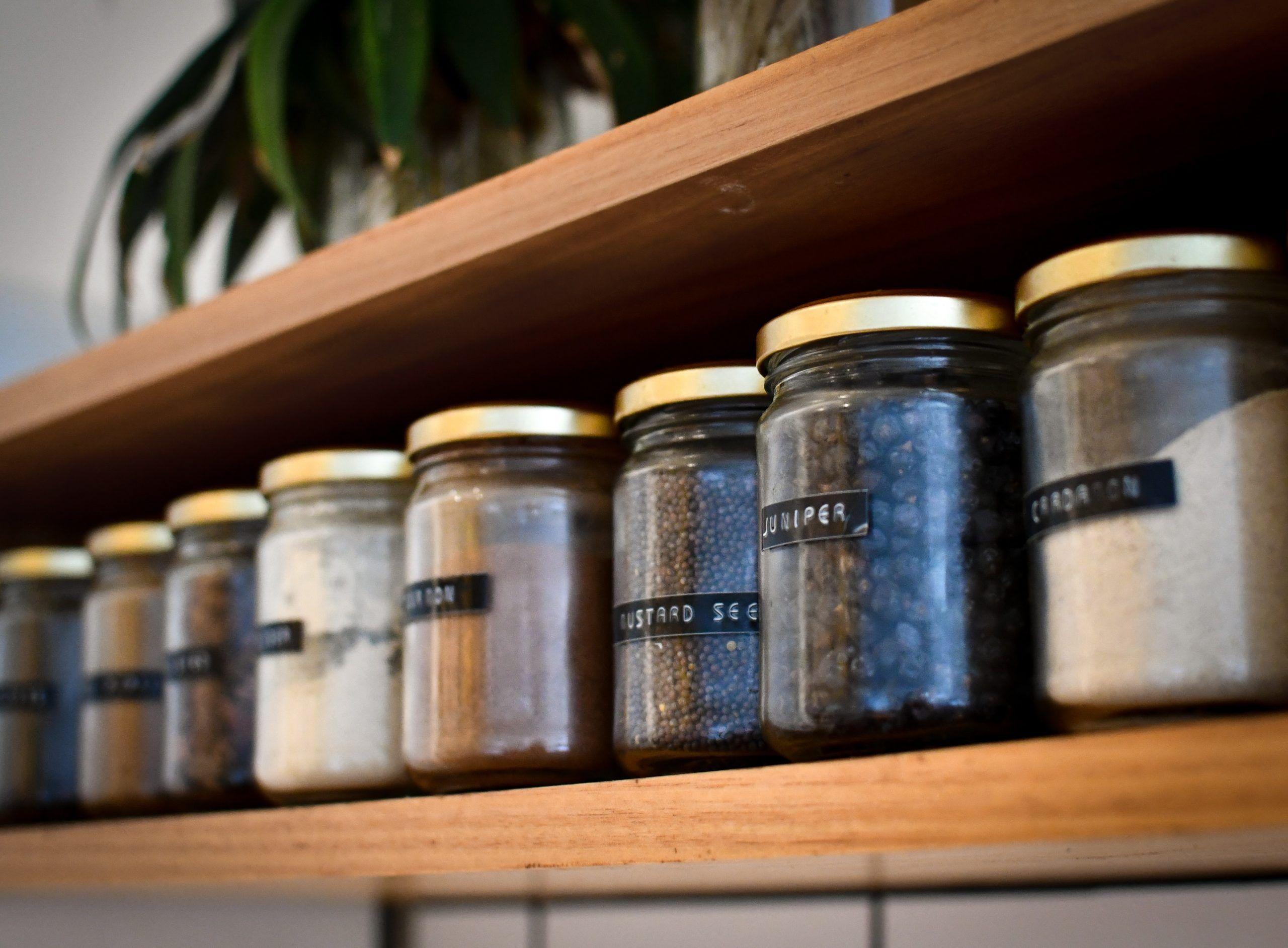 cómo quitar las etiquetas de los frascos y tarros de cristal